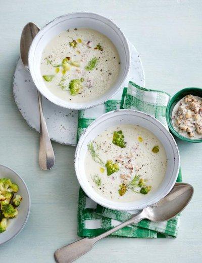 Супа от броколи и карфиол с бадемово мляко