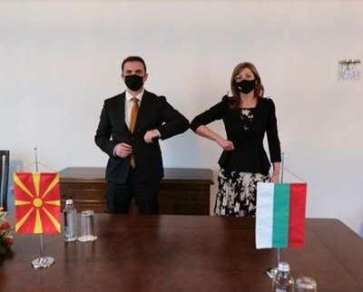 Захариева прие външния министър на Македония