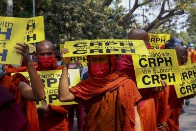 Стрелба по протестиращи в Мианма, убиха жена