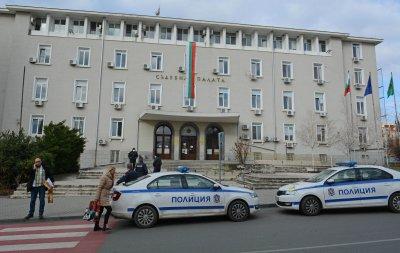 Сигнал за бомба затвори Съдебната палата в Стара Загора (СНИМКИ)
