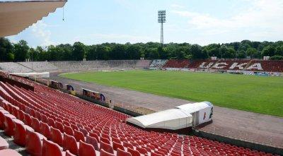 Кралев намекна за отваряне на стадионите