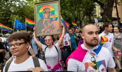 Чудо: Полски съд оневини активистките, сложили прайд знамето върху икони
