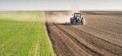 Подпомагат земеделците, за да застраховат продукцията си