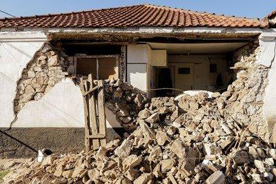 Трусът в Гърция разруши къщи, училищата са затворени