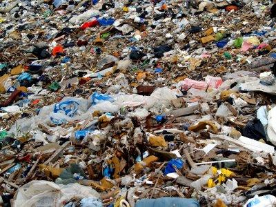 Незаконно сметище тормози варненци от години