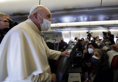 Исторически момент: Папа Франциск кацна в Багдад (ВИДЕО)