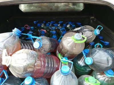Двама шофьори са задържани с близо 3 000 литра гориво