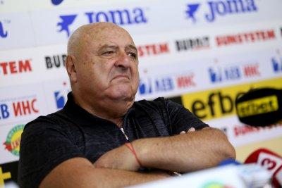 И Венци Стефанов нападна Никола Попов: Услужлив е