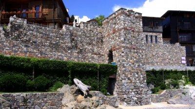 Бутат крепостната стена в Созопол, била незаконна