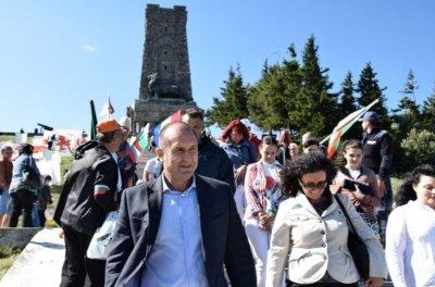 Светът поздрави Румен Радев за 3-и март