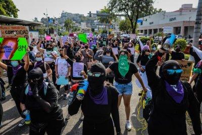 Насилие по време на женски протест в Мексико