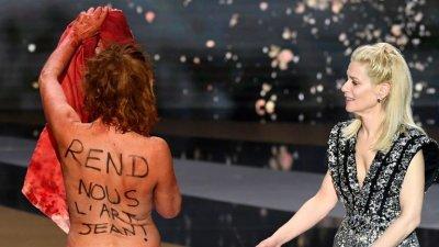 """Френска актриса протестира гола срещу мерките на церемонията на """"Сезарите"""""""