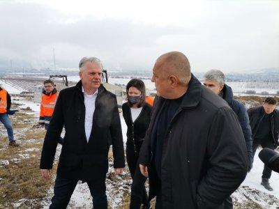 Борисов се върти предизборно около щедри дарители