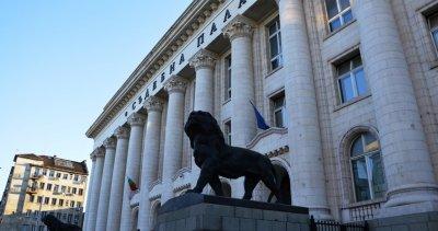 Масов бой пред Съдебната палата завърши с арести