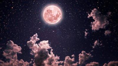 Красота: Ягодова Луна озари небето