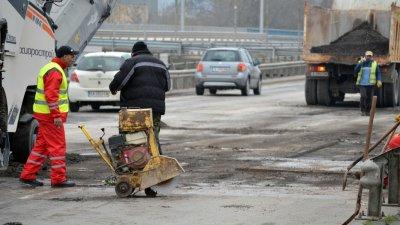 """""""Черковна"""" затваря, ремонтират моста"""