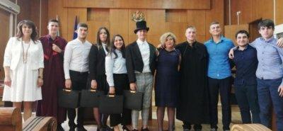 Ученици пресъздадоха в съда в Пазарджик процеса за убийството на Алеко