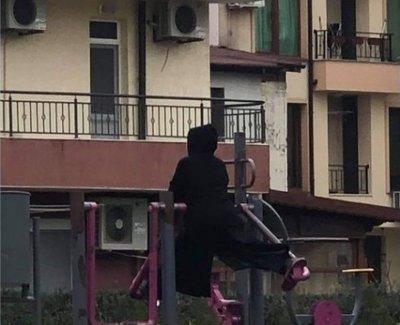 Зловеща монахиня плаши Несебър (СНИМКИ)