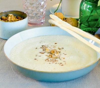 Лучена супа с орехи