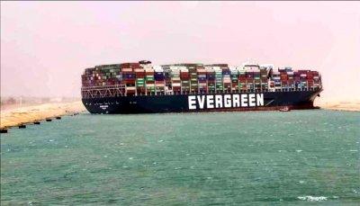 Запорираха кораба, задръстил Суецкия канал