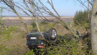 Кола с трима възрастни и две деца се обърна по таван на пътя за Бургас