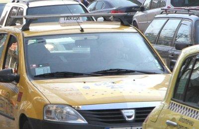 Спипаха престъпник в нелегално такси