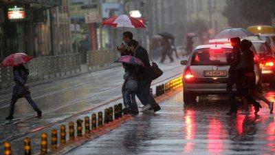 София под вода, алармираха за наводнени улици и подлези