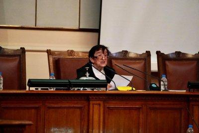 Председателстващият първото заседание на НС Мика Зайкова е възмутена, че Бойко Борисов не дойде лично в парламента да подаде оставка на кабинета