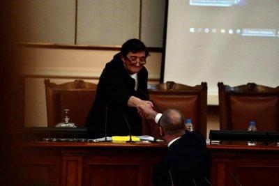 Зайкова: Кабинетът го е срам да дойде да си подаде оставката