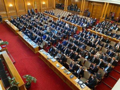 ФОТООКОТО НА LUPA.BG: Новите депутати (ГАЛЕРИЯ)