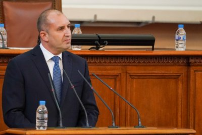 Радев вика всички парламентарни групи на консултации в понеделник