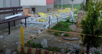 Срутена стена на тераса във Варна за малко да убие жена