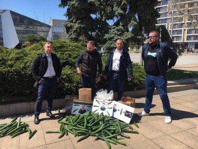 100 кила краставици срещу гей-парада в Бургас