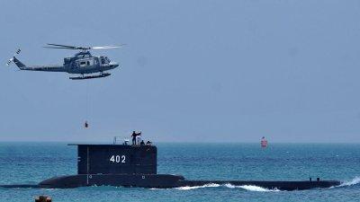 И САЩ търсят изчезналата подводница