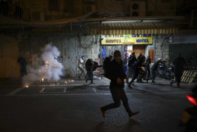 Над 100 ранени палестинци при сблъсъци в Йерусалим