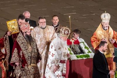 Посрещаме Великден с маски и дезинфектанти в църквите