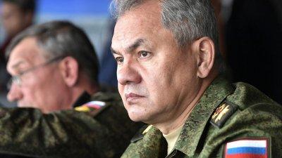 Шойгу инспектира военни учения в Крим