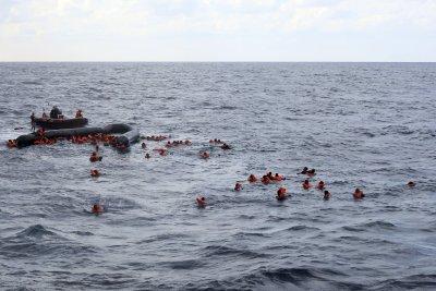 Най-малко 120 загинали мигранти след корабокрушение край Либия