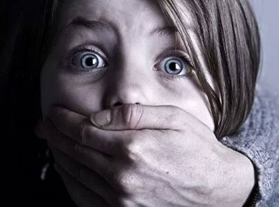 Педофил атакува 300 деца в интернет