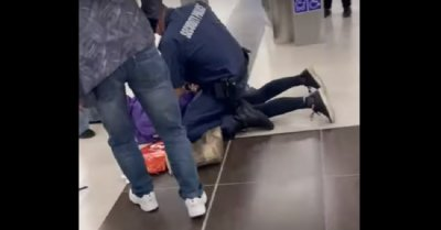 Шок! Арестуваха пияна баба в метрото (ВИДЕО)