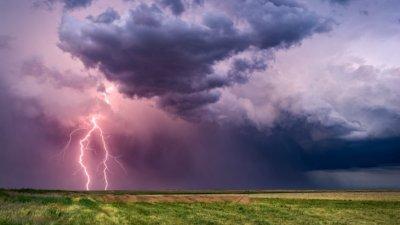 Внимание! Опасни гръмотевични бури удрят България