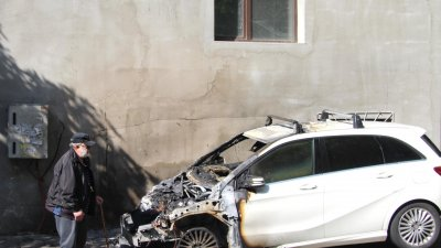 Пожар затри мерцедеса на бизнесмен в Стара Загора