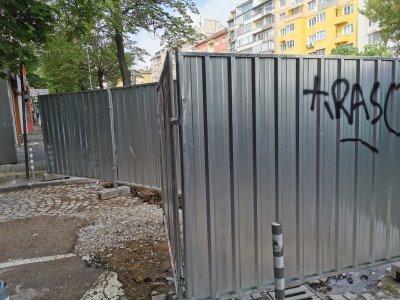 Жителите на Руски паметник под нова блокада (СНИМКИ)