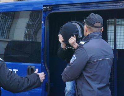 17-годишен извърши 10 кражби, арестуваха го край Павликени