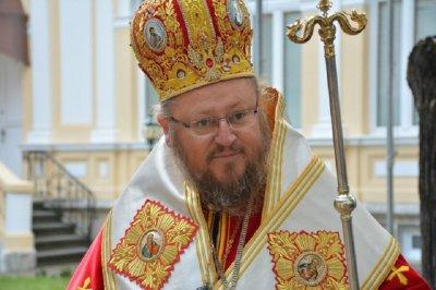 Свещеник възпя в стих владиката Наум