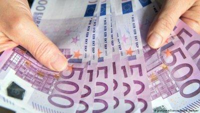 Парите от емигранти- двойно по-малко