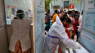 Индия пак с 4000 жертви на COVID-19 за денонощие