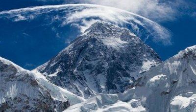 Заради Ковид: Китай спира експедициите до Еверест