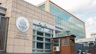 Посолството на САЩ в Москва преустановява част от услугите
