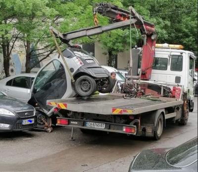 Паяк потроши автомобил